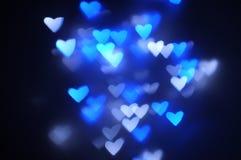 Les lumières ont brouillé le fond de bokeh dans la forme de coeur Photo stock