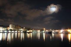 Les lumières pendant la nuit Granatello, Portici, Italie Images libres de droits