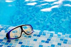 les lunettes de plongée masquent la natation Photographie stock libre de droits