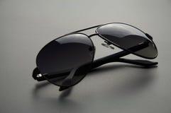Les lunettes de soleil des hommes avec polarisé Photographie stock