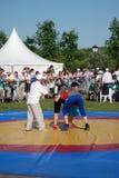 Les lutteurs combattent sur la piste à la célébration de Sabantui à Moscou Images libres de droits