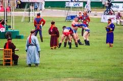 Les lutteurs mongols concurrencent Photos stock