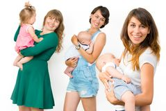 Les mères avec leurs enfants Photo libre de droits