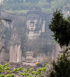 Les 99 mètres haut Bouddha debout en montagne de lingyun, dans Sichuan, porcelaine Image libre de droits