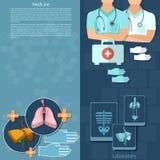 Les médecins de médecine dans un kit de premiers secours d'hôpital internent des bannières Photo stock