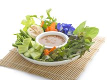 Les mélanges thaïlandais de pâte de prik ou de piment de nam de cuisine avec des poissons sert avec photos stock