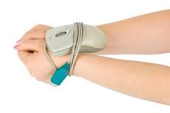 Les mains bondissent par le câble de souris Photo libre de droits