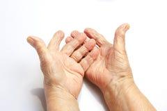 Les mains de dame âgée Images stock