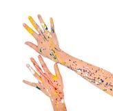 Les mains de femme en peinture font une forme gratuite photographie stock
