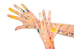 Les mains de femme en peinture font une forme gratuite image libre de droits