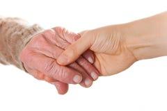 Les mains de femmes aînés et jeunes Photos stock