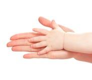 Les mains de la mère et des enfants Image stock