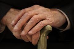 les mains de vieil homme Photo libre de droits