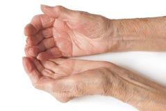 Les mains de vieilles dames s'ouvrent Image stock