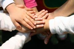 Les mains des enfants Image libre de droits