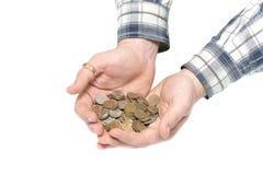 Les mains des hommes retiennent les pièces de monnaie sur un fond blanc photos libres de droits