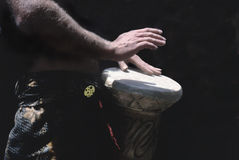 Les mains du batteur Image libre de droits