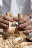 Les mains du charpentier Photographie stock