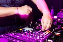 Les mains du DJ Photo libre de droits