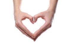 Les mains femelles ont formé le coeur Photo libre de droits