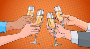 Les mains groupent le verre faisant tinter de Champagne Wine Toasting Pop Art rétro Pin Up Background Photographie stock