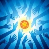 Les mains retiennent l'ensemble d'idée d'ampoule, énergie de sauvegarde Photographie stock