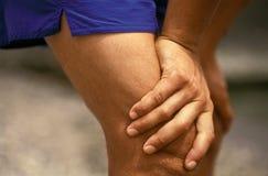 Les mains sportives des hommes Photographie stock libre de droits