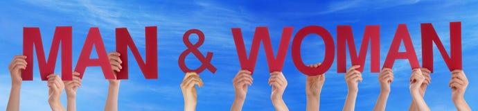 Les mains tiennent le ciel bleu de Word de femme droite rouge d'homme Image libre de droits