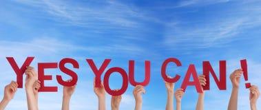 Les mains vous tenant oui peuvent dans le ciel Images libres de droits