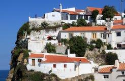 Les maisons blanches d'Azenhas endommagent, le Portugal Photos stock
