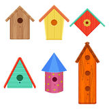Les maisons colorées d'oiseau ont placé l'illustration de vecteur d'isolement sur le fond blanc Images libres de droits