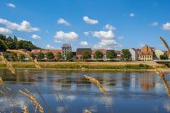 Les maisons de l'ancien pêcheur sur la la rivière Elbe photo libre de droits