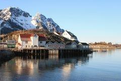 Les maisons du pêcheur de Hennigsvaer Image stock