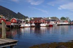 Les maisons du pêcheur sur Lofoten Photos stock