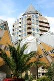 Les maisons et le crayon hollandais de cube dominent, Rotterdam Image libre de droits