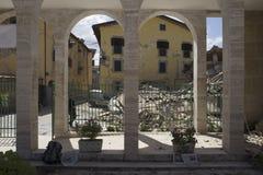 Les maisons ont endommagé dans le tremblement de terre, camp de secours de Rieti, Amatrice, Italie Images stock