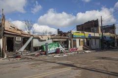 Les maisons reposent la combustion lente après ouragan photographie stock