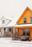 Les maisons sous la neige Photos stock