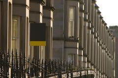 Les maisons victoriennes de colonie ont fait du grès à Edimbourg, Ecosse photo stock