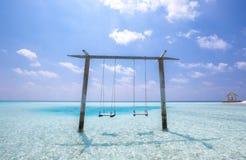 Les Maldives au-dessus des oscillations de l'eau Image libre de droits