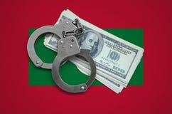 Les Maldives diminuent avec des menottes et un paquet de dollars Corruption de devise dans le pays crimes financiers photographie stock