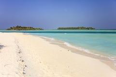 Les Maldives : le beau littoral de l'île du soleil dans l'atoll d'Ari Images stock