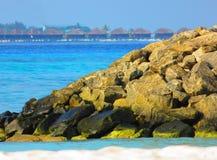 Les Maldives regardent de la plage photo stock
