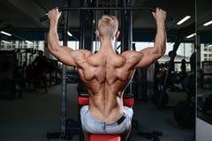 Les man's de muscle du dos soutiennent Image stock