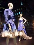 Les mannequins modèlent The Latest Trend, Saks Fifth Avenue, NYC, NY, Etats-Unis images stock