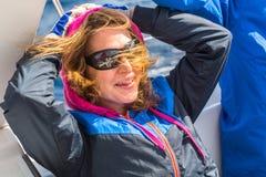 Les marins participent automne 2014 d'Ellada de régate de navigation au 12ème parmi le groupe d'île grec en mer Égée Image libre de droits