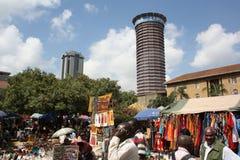 Les masais lancent sur le marché à Nairobi Photo stock