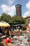 Les masais lancent sur le marché à Nairobi Images libres de droits