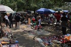 Les masais lancent sur le marché à Nairobi Photographie stock