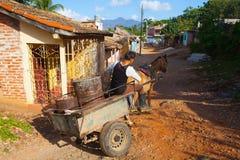 Les matériaux typiques de transport dans la vieille ville coloniale, Trini Photographie stock libre de droits